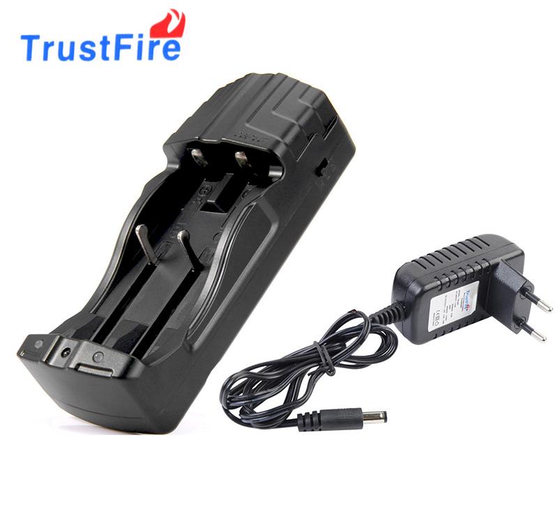 Nabíječka baterií TrustFire TR-007